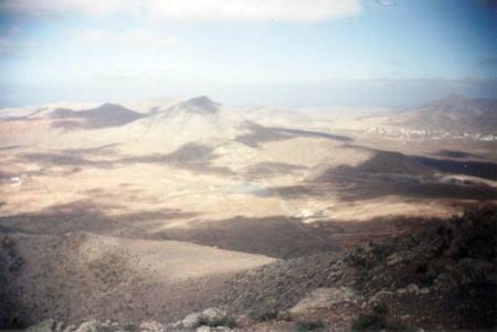 El inconfundible paisaje del campo de maniobras de Fuerteventura...