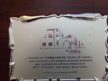 ***** Día 27/08/2.013 ***** Placa conmemorativa que el Coronel del Cuartel entregó a Los Veteranos de La palma con motivo de nuestro Primer Encuentro en La Palma.